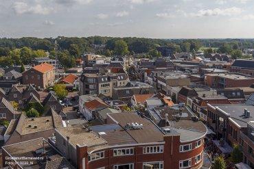 Heden, 2014 - Het grotere gebouw links met mast is de nummercentrale van KPN met rechts ervan eetcafé de Gribus. Op de achtergrond Huize De Schaffelaar en rechts ervan (zwarte gebouw) KUSK Haarden & Kachels