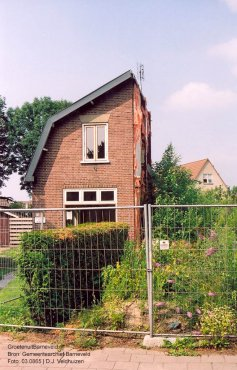 Verleden 2003 - 'Doorgezaagd' huis aan de Molenweg 69/71 - Voorthuizen