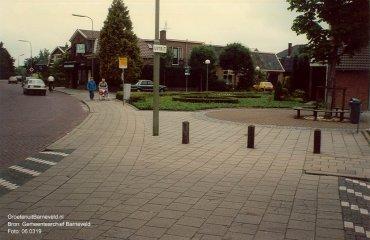 Verleden - Schoutenstraat met links op de achtergrond bakkerij van Lunteren. - Barneveld