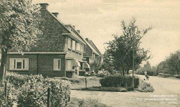 Verleden 1945/1950 - De kruising Molenweg, Haarkampstraat te Voorthuizen. De foto is gemaakt in de richting van Garderbroek.