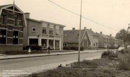 Verleden 1960 / 1970 - Nijkerkerweg, tegenwoordig (sinds 2003) Schoutenstraat met het kantoorpand van Gamog (gasmaatschappij Oost Gelderland). - Barneveld