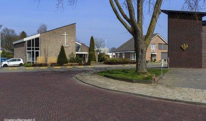 Heden 2015 - Hoek Wheemstraat/Gerard Doustraat Met links de Nieuw-Apostolische Kerk. Rechts de Brandweerkazerne van Voorthuizen.