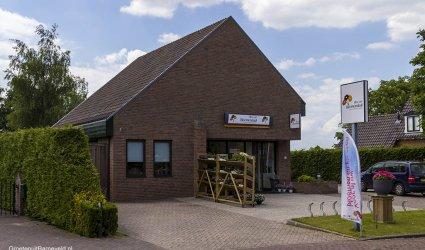 Heden 2015 - Bloemenwinkel Eline van Bloemendaal, eerder was hier de Rabobank gevestigd. - Eendrachtstraat, Zwartebroek