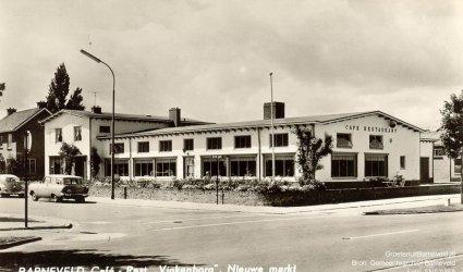 Verleden 1957/1965 - Café restaurant Vinkenborg aan de Nieuwe Markt. Dit café had evenals café Ruitenbeek de functie van marktcafé. - Barneveld