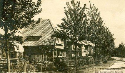 Verleden 1935/1950 - Bloemendaallaan, de foto is gemaakt vanaf de huidige Johan de Wittlaan in de richting van de spoorlijn. - Barneveld