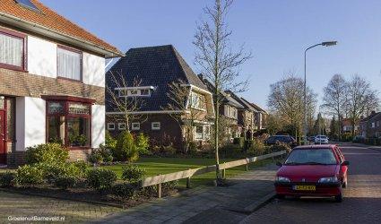 Heden 2015 - Bloemendaallaan, de foto is gemaakt vanaf de huidige Johan de Wittlaan in de richting van de spoorlijn. - Barneveld