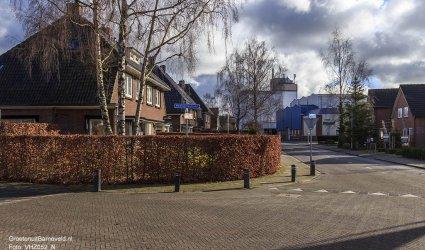 Heden 2015 - De kruising Molenweg, Haarkampstraat met op de achtergrond mengvoeder Brons Voorthuizen.